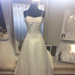 Dresses & Skirts - Off White Satin Wedding Dress w/ corset back